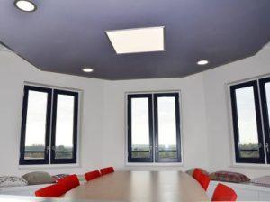 Akoestisch plafond vergaderruimtes met LED