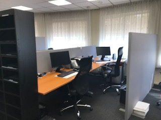 Mobiele wanden en deskdividers kantoor uitvaartonderneming