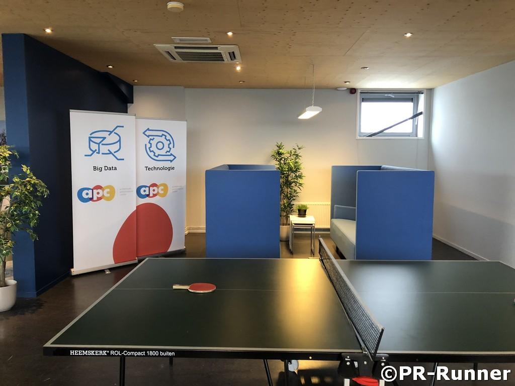 APC vergaderzitje in kantoor geluiddempend PR-Runner kantoor kantine refter