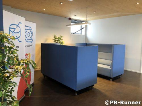 Schallschutzbank im Achterhoek Performance Center - PR-Runner Bürogarten