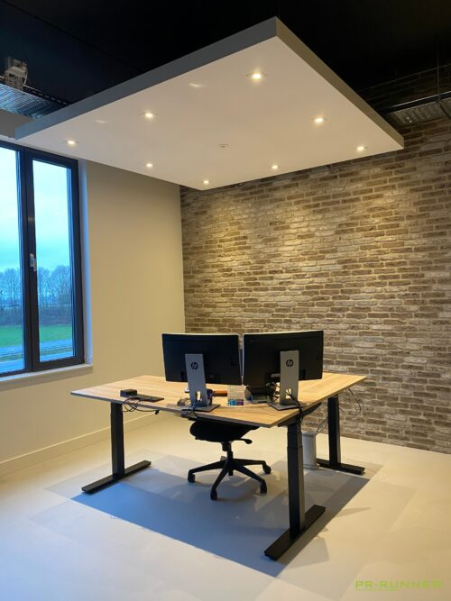 vrijhangend plafondeiland kantoor werkplek akoestisch geluiddempend LED verlichting